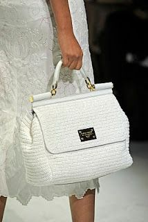 Yiiik, pratically jumped off my seat !!I want this,I'll have it <3<3<3 dolce & gabbana