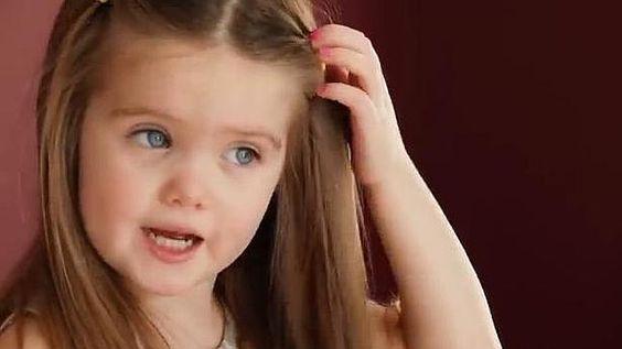 #VÍDEO La historia de Emili, la niña de tres años que dona su pelo para otros niños con cáncer