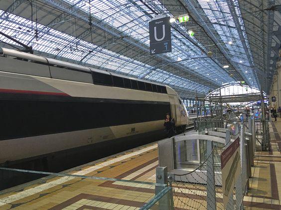 Поезд на платформе