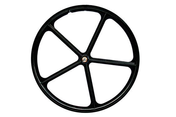 Five Spoke Voorwiel - Zwart  Vijfspaaks voorwiel:  Maat: 12-622 (700C).  Rand met vijf spaken gemaakt van een lichte legering.  Magnesiumlegering.  Gewicht: 19 Kg.  Kleur: Zwart. Beschrijving Dit zeer duurzaam vijfspaakswiel heeft een aerodynamisch ontwerp dat een opmerkelijke touche zal geven aan jouw fiets. Wanneer je niet voor een top competitiewiel wil gaan maar simpelweg een goed en opvallend type dat niet onopgemerkt zal gaan. De maat is 700c wat betekent dat het compatibel is met alle…