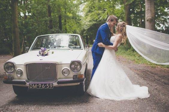 Vandaag weer mooie foto's binnengekregen van een heel tevreden bruidspaar! Lees wat ze over ons hebben geschreven in het gastenboek. http://www.volvo-trouwauto.nl/wat-anderen-zeggen/ (klik op de link) (Hier met de volvo trouwauto 164)