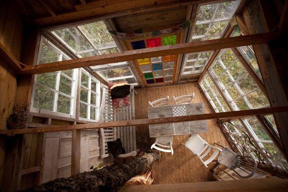 Drei Meter über dem Boden lässt der Architekt Pete Nelson Kindheitsträume Wirklichkeit werden. Auf Apfelbäumen, Buchen und Zedern baut er…