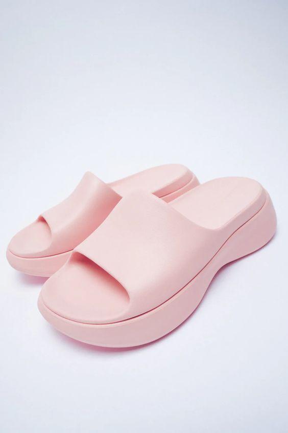 FLAT RUBBERISED SANDALS Zara