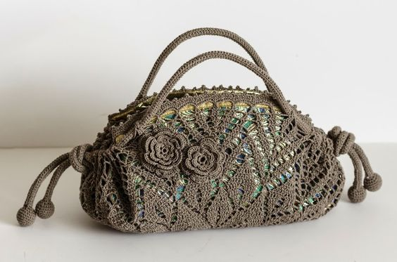 Outstanding Crochet: Doily purse with peacock lining. Pattern at IrishC...