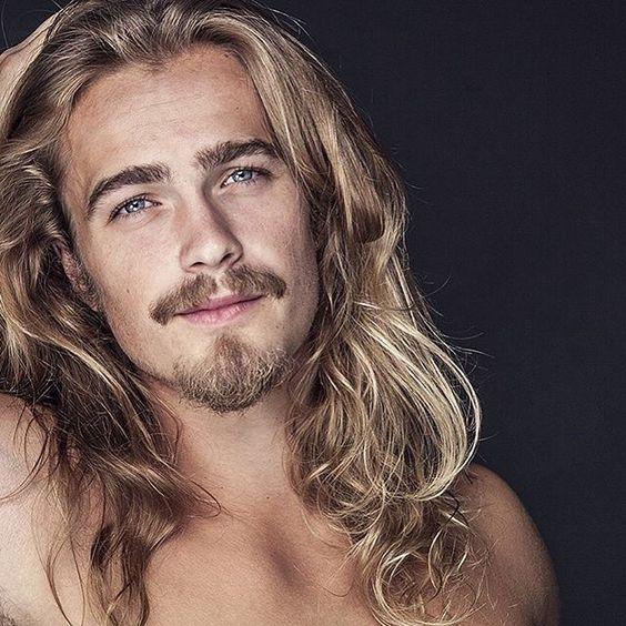 long hair men in all its splendor photo hombres. Black Bedroom Furniture Sets. Home Design Ideas