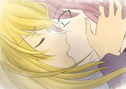 le roba un beso a natsu *0*