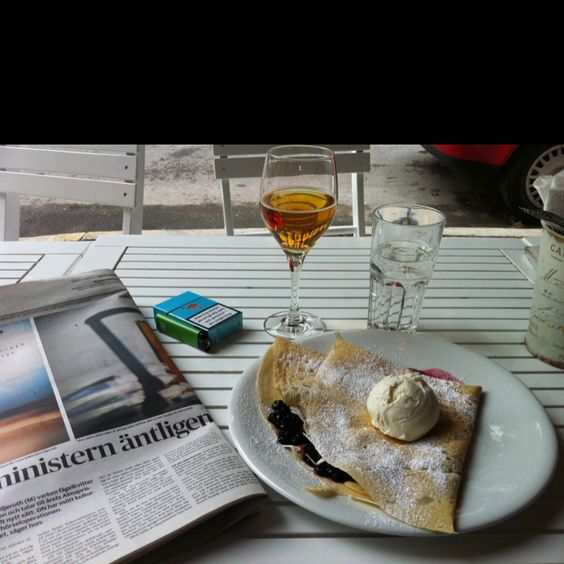 Kick of the day with crêpes, cider and a news update!