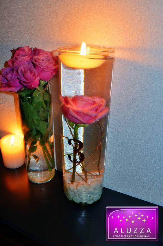 centro de mesa con velas flotantes y flores sumergidas