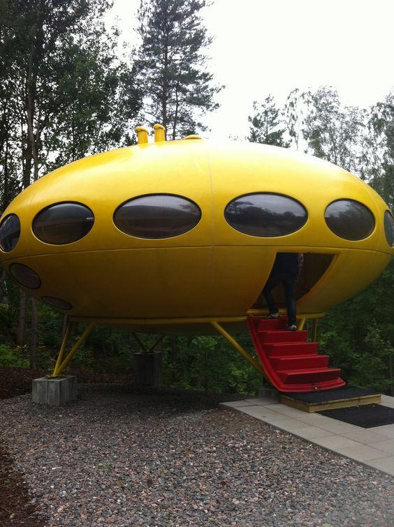 Futuro is  a round, prefabricated house designed by Matti Suuronen in 1969. More info: en.wikipedia.org/wiki/Futuro