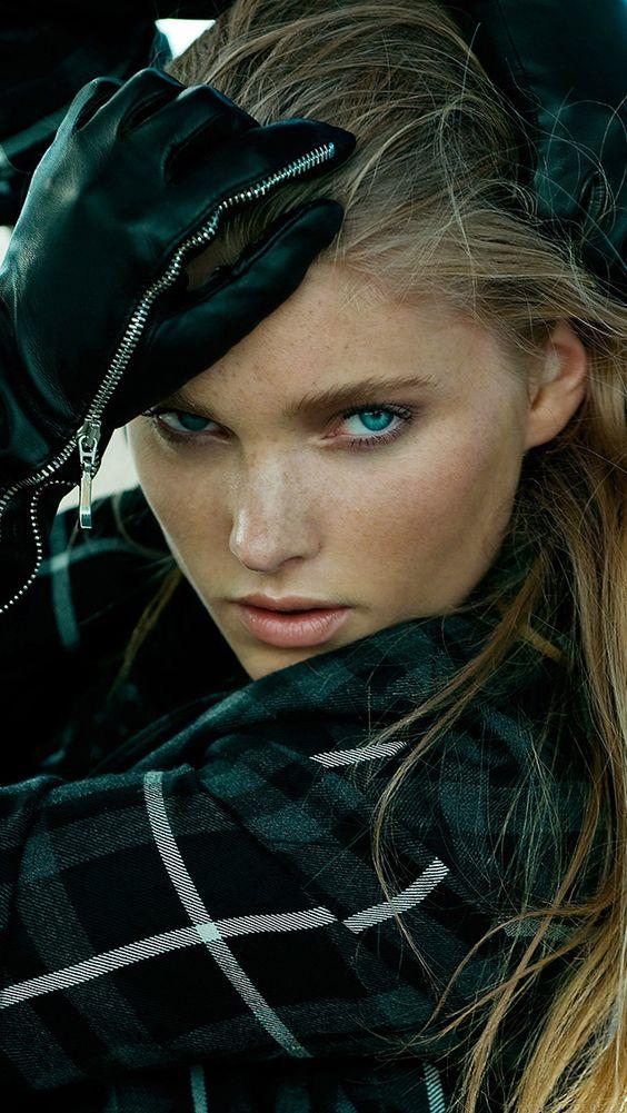 freeios8.com - he19-elsa-hosk-model-pose-sexy-girl-art - http://bit.ly/1N9Wjkp - iPhone, iPad, iOS8, Parallax wallpapers