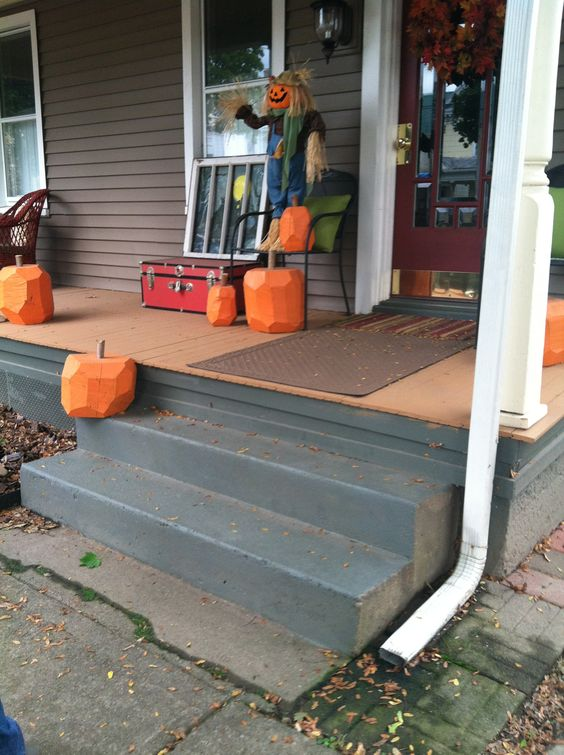 Wooden carves pumpkins! Such a good idea, no more rotten pumpkins!!