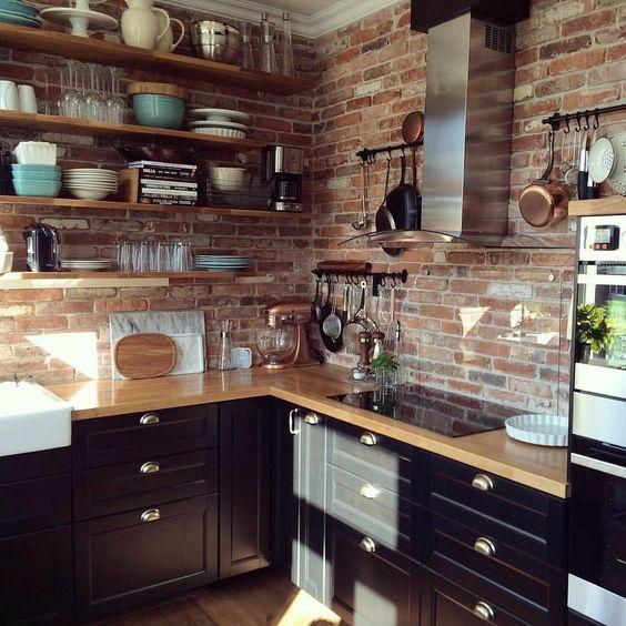 Olha essa cozinha industrial com tijolinhos aparentes . Linda não acham?   Fonte: Pinterest  #cozinha #kitchen #industrial #industrialdesign #industrialstyle #industrialdecor
