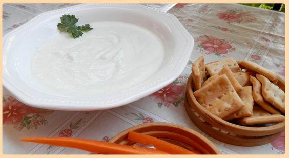 Tzatziki. Salsa griega de yogur y pepino