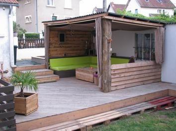 Terrasse en palettes abri ext rieur diy palettes terrasse bois terrasse pinterest diy Mobilier de jardin en bois de palette