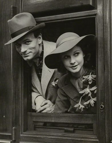 Laurence Kerr Olivier, Baron Olivier and Vivien Leigh, by Unknown photographer, 30 May 1937 - NPG x36099 - © National Portrait Gallery, London