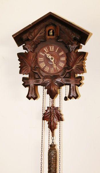 """Antigo relógio """"CUCO"""" em belíssima caixa de madeira. FUNCINANDO o relógio e o cuco. Medida 2"""