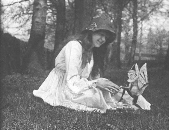 ƸӜƷ A Cottingley Fairy with Elsie >> Hoax or not I still believe in fairies... ƸӜƷ