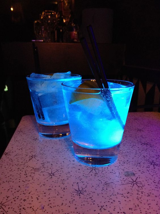Working out how to make glow in the dark drinks for an event. This is just gin and tonic. The quinine in tonic glows under a UV lamp.