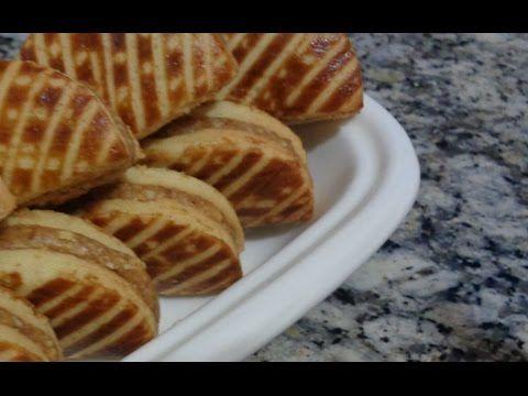 حلويات مغربية حلويات العيد سابلي بحشوة الفول السوداني Galletas Sablee Rellenas De Cacahuetes Youtube Food Breakfast Waffles