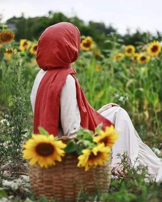 سأتركها للقدر هذه المرة إن كان مقدرا شئ فسيكون بدون محاولات بدون جهد حتى وإن كانت المسافة تبعد بين الشرق والغرب Hijab Fashion Hijab Outfit Muslim Fashion Hijab