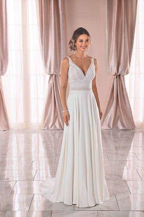Weddings Stella York Wedding Blog Sophisticated Bride Wedding Planning 2015 Wedding Dress In 2020 Boho Wedding Dress Lace Stella York Wedding Dress Beach Wedding Dress