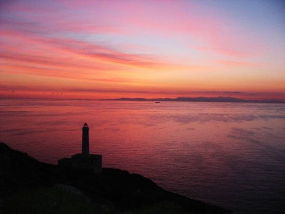 Capo d'Otranto - The 32 m (105 ft) tall round stone lighthouse rises from a 2-story keeper's house, the tip of which requires advance booking on New Year's eve, when many Italians flood to the cape to watch the new year's sun rise over the ocean.