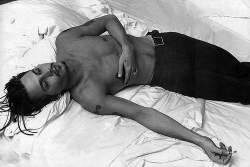 Resultado de imagem para johnny depp sleeping