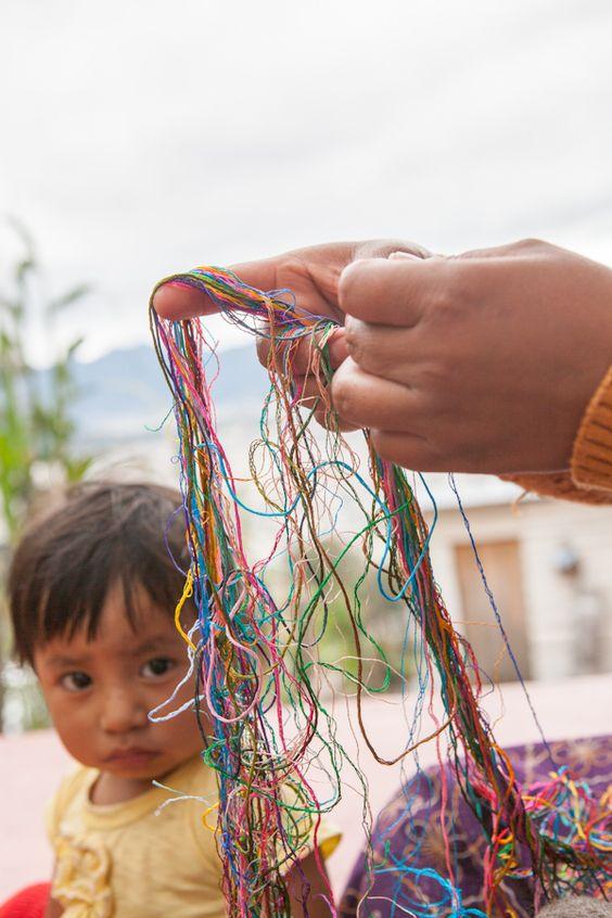 Tratamos de conservar y revalorizar la tradición del bordado a mano, la cual está en riesgo por la expansión de la máquina bordadora. Foto: Julia Zabrodzka