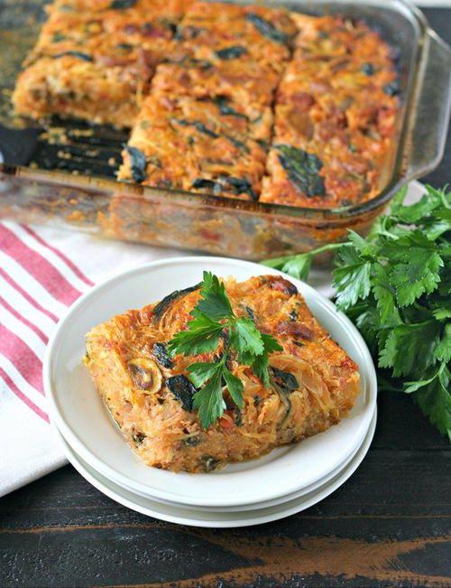 Sausage and Veggie Squash Casserole | Spaghetti squash, spicy sausage, spinach, mushrooms