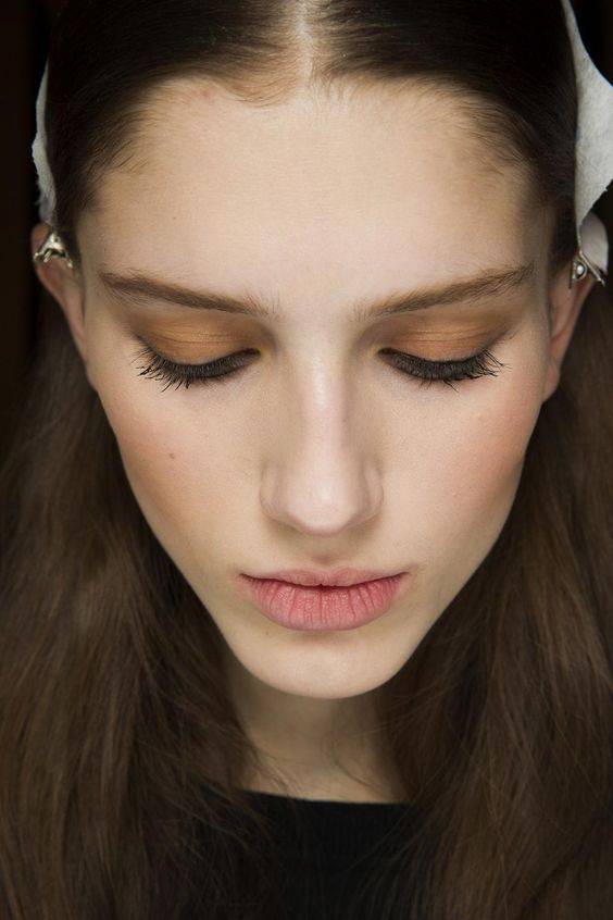 Go backstage at the #nyfw shows so far for a close-up look at the best hair and make-up: http://vogue.uk/hoi2ci