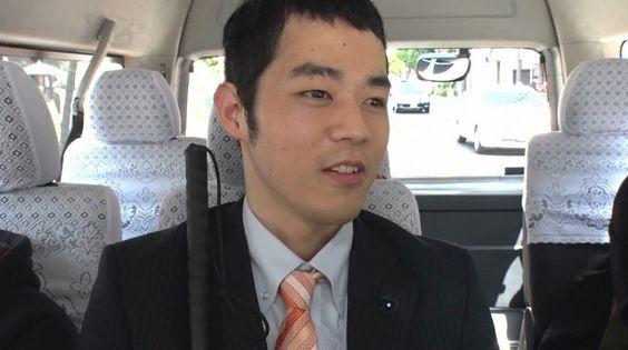 車で移動中の濱田祐太郎さん