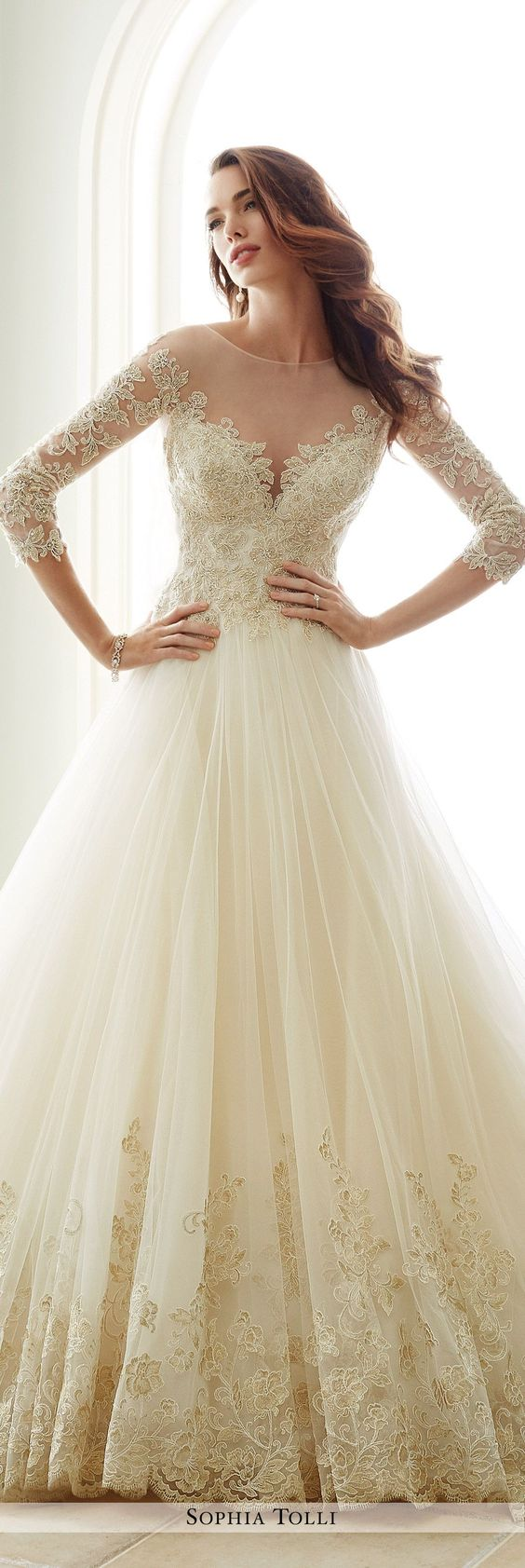 a410d4b87faee إليك بالأسفل موديلات متنوعه لفساتين زفاف بأكمام طويلة تساعدك في الحصول على  إطلالة راقية وكلاسيكية في ليلة زفافك. اختاري منها الأنسب لشخصيتك.
