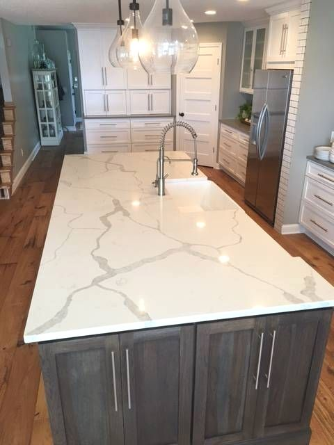 Some Inspirations Of White Quartz Countertops To Create A Shiny Focal Point To Your Kitchen White Quartz Countertop Kitchen Remodel Countertops Quartz Kitchen