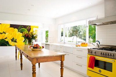 Loved this kitchen 4-eva. Want a big island like that--well, half that size--and counter height.