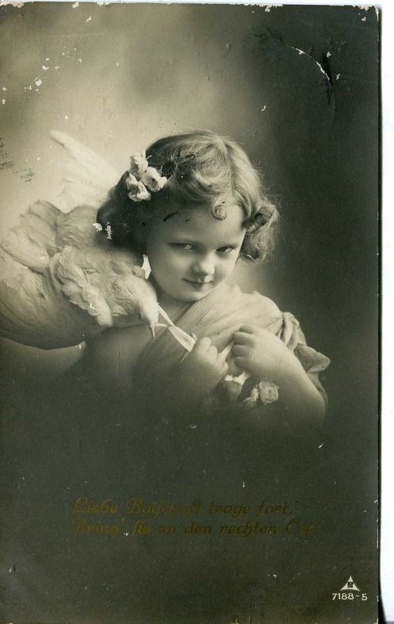 1912 GERMANY POSTCARD. REAL PHOTO. VINTAGE. A GIRL WITH A BIRD