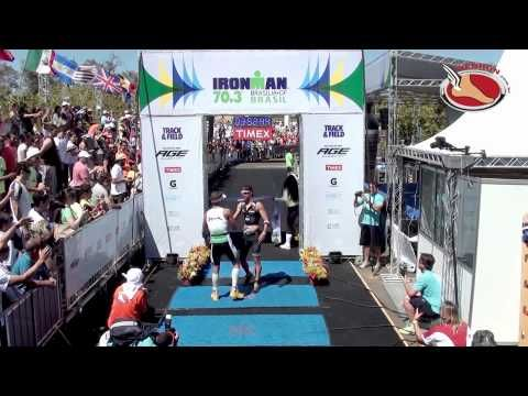 Triathlete nearly loses victory while celebrating before finish line