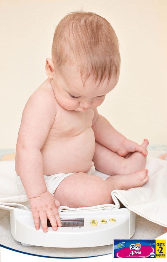 No peses y midas a tu bebé a diario. Es una fuente de estrés innecesaria para el pequeño. El pediatra ya lleva un control de su evolución, y te indicará si se está desarrollando con normalidad.