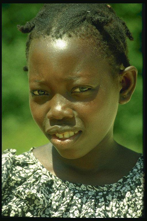 Uma menina com tranças