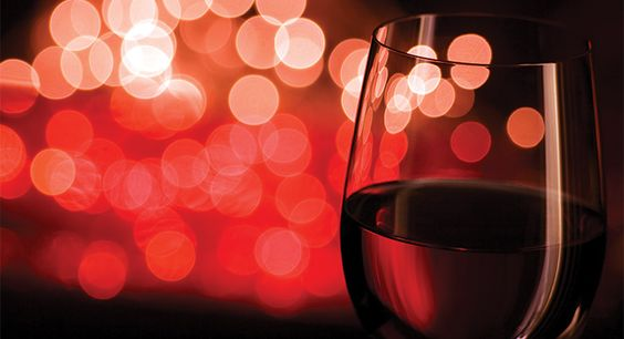 It's one of the most romantic days of the year, Valentine's Day! Here's our guide to help you select the the right wine for Valentine's Day Dinner!