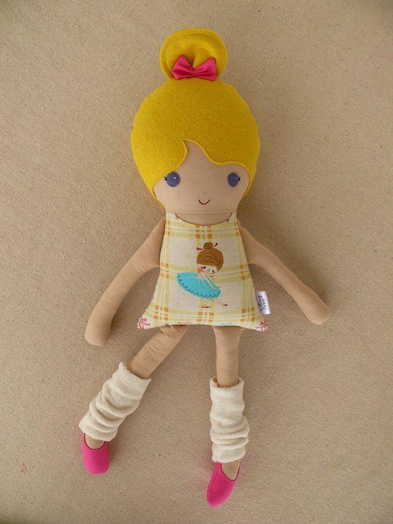 Muñeca de trapo de ballet con calentadores