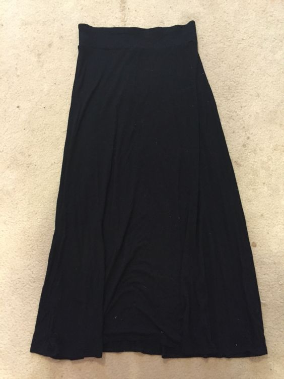 Gap black jersey maxi skirt. Size S but runs large, would best fit a M. Light pilling. $10