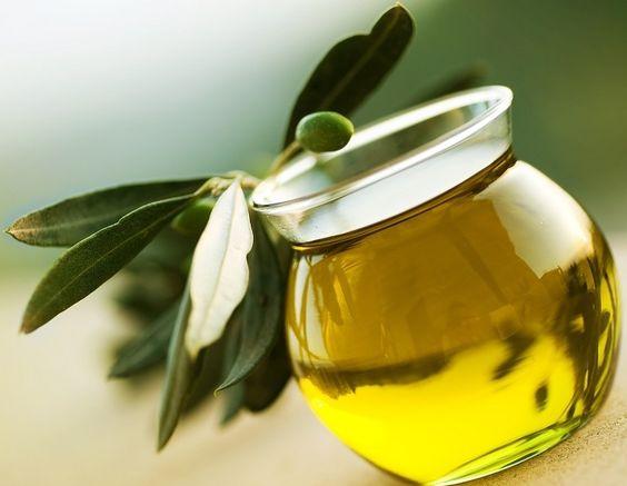 #Gastronomía Disfruta de los beneficios que tiene el aceite de oliva para la salud https://regalosgourmetonline.com/es/38-aceites-de-oliva