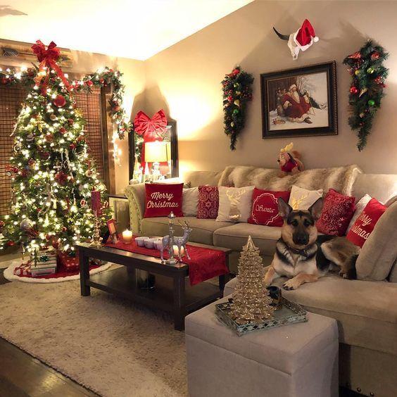 50 Christmas Apartment Decor Ideas That Takes The Definition Of Elegance Christmas Apartment Christmas Decorations Living Room Christmas Decorations Apartment