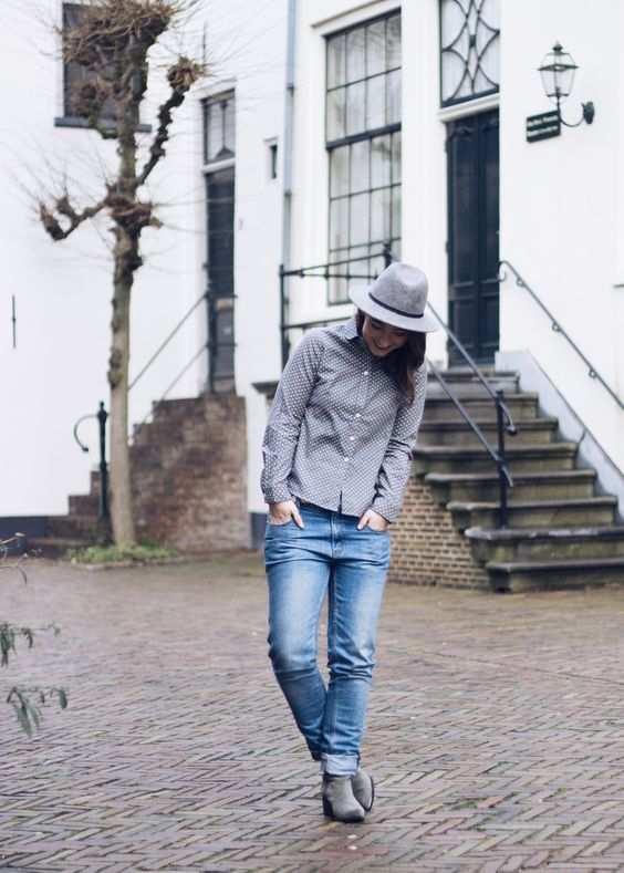 FLEUR SOPHIA · THE BLOG www.fleursophia.com · grey hat · dotted blouse · dotted top · boyfriend jeans · Sam Edelman boots ·