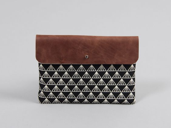 Tablet-Tasche mit geometrischem Print // Geometrical canvas / leather bag, tablet bag ´via DaWanda.com
