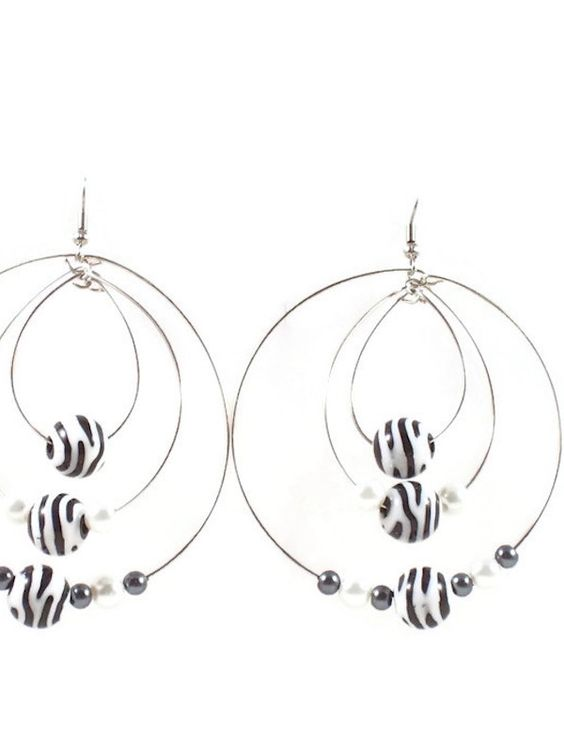 These large multi #HoopEarrings are made with #BlackandWhite swirl glass beads and glass #Pearls .  There are 3 hoops that hang down from each other. #taraelisabethdesigns #Handmade #HandmadeJewelry #Jewelry #FashionJewelry