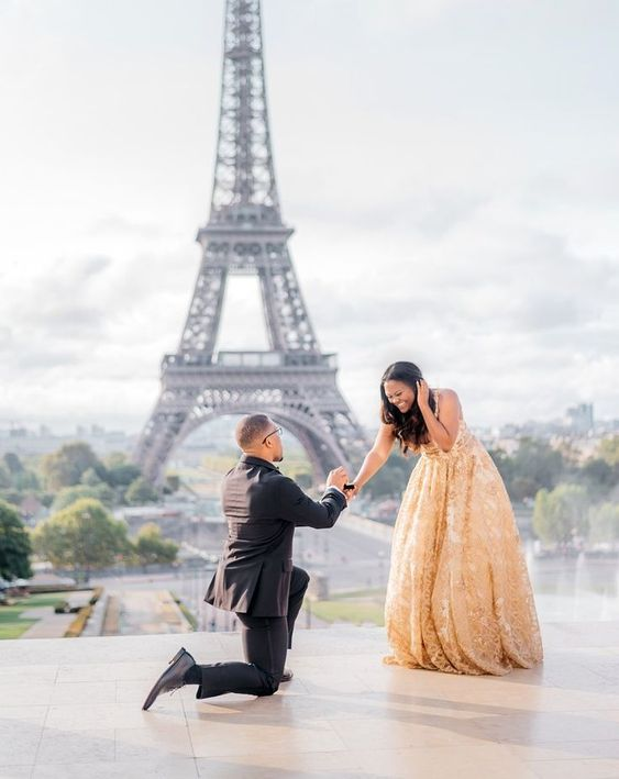 A Paris proposal with the Eiffel Tower in the backdrop? Talk about iconic.