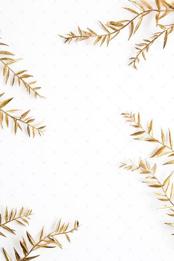 Pintar pencas de palma color dorado y usarlas de decoración.
