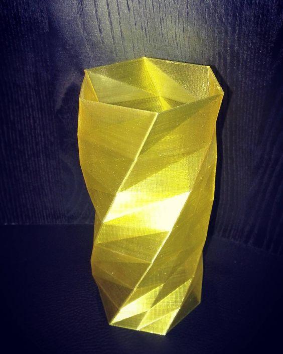 Ваза из прозрачного желтого пластика напечатанная на 3d-принтере! Не только красивая но и весьма полезная вещь #vase #3dprinting #3dprinted #3dprint #3dspirit by feel_3d