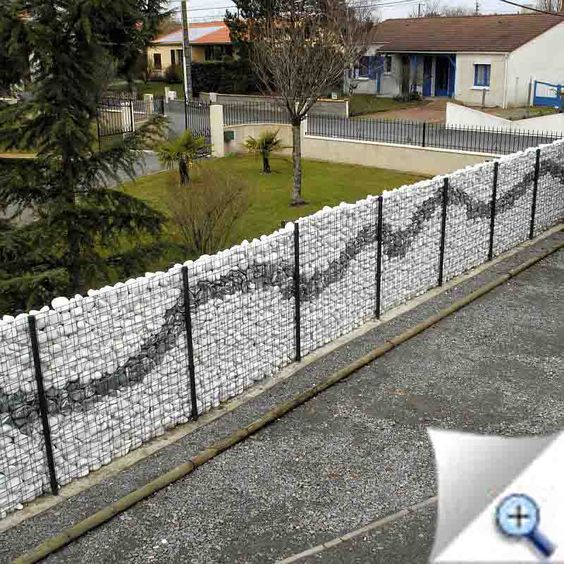 Gabion wall baskets and fences how to use them in the garden 6 gabion wall with visual impact solutioingenieria Gallery
